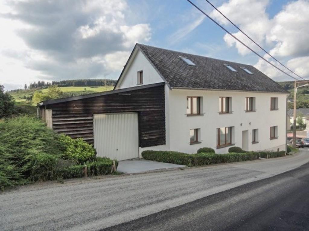SCHÖNBERG: Maison avec garage et jardin