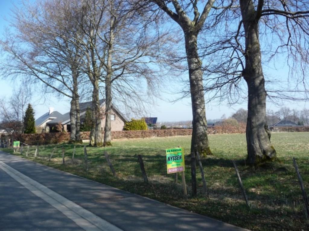 HONSFELD: Terrain à bâtir + prairie