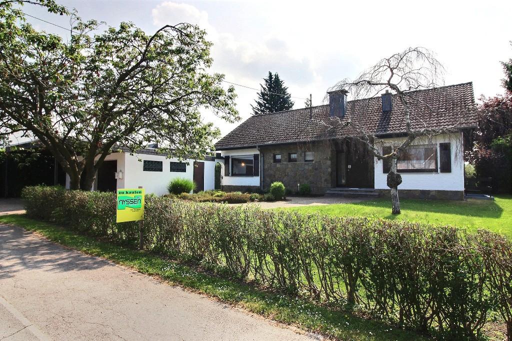 RAEREN: Maison avec jardin et double garage